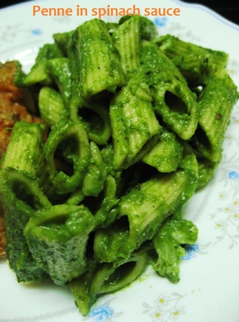 Whole wheat penne in spinach sauce