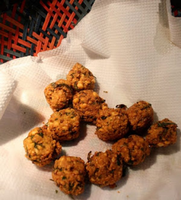 Masala Vadai from a tea shop in Mannargudi : Guest post by Bharath M.