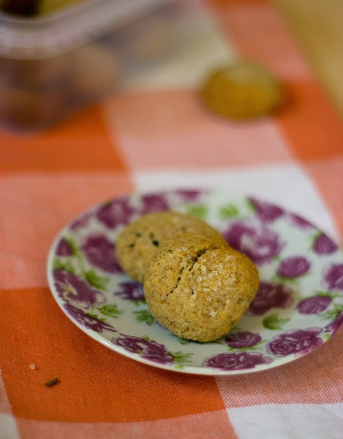 Healthy Baking : Savoury Rosemary Coconut Cookies
