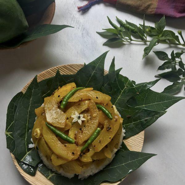 kancha peper ghonto raw papaya curry