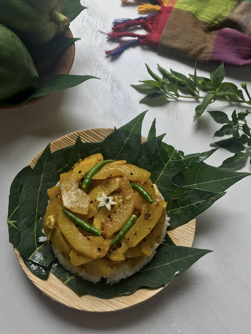 kancha peper ghonto raw papaya curry