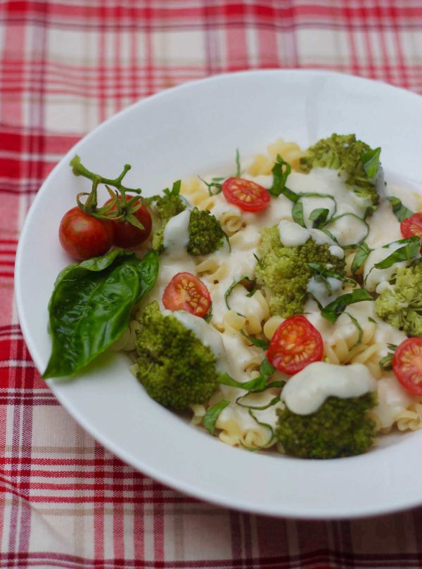 Pasta with Broccoli and cheese sauce